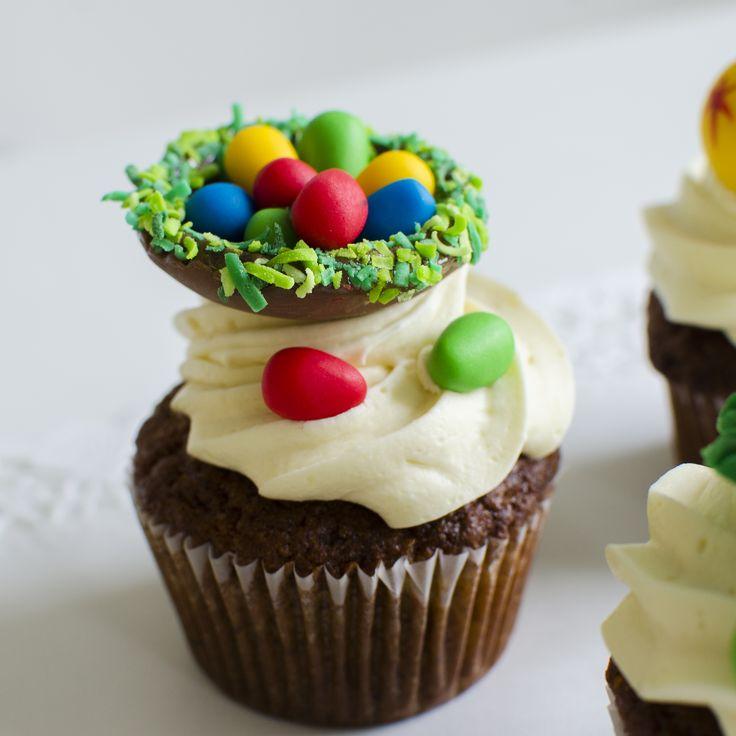 Cadou de paste perfect pentru cei mici, cupcakes in culori vesele, forme personalizate pentru Paste si ingrediente naturale.   Pret: 11 lei/ buc.