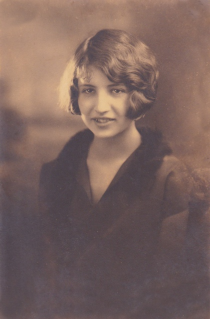 A beautifully composed and light 1920s portrait of a young woman sporting bobbed hair. #vintage #twenties
