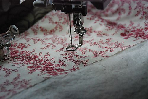 My go to quilting tutorial!   Absolute must read for beginner quilters! Basting, walking foot, quilt in the ditch, machine quilting, darning foot, tips galore...this tutorial covers all that and more!
