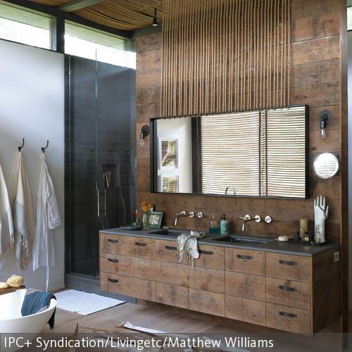 Das Geräumige Badezimmer Hat Einen Edlen Ethno Look Durch Das Dunkle,  Fleckige Holz Und Images