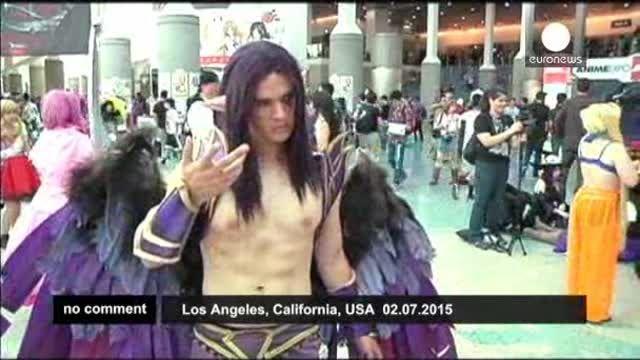 Fans del Anime abarrotan las calles del centro de Los Ángeles
