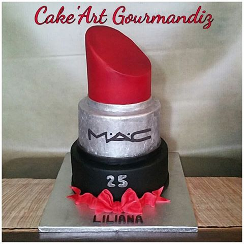 Gâteau d'anniversaire rouge à lèvres MAC #maccake #rougealevres #lipstickmac