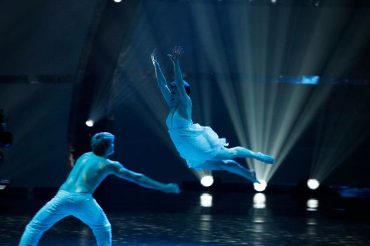 Melanie Moore on SYTYCD finale. Can she ever fly... love this moment