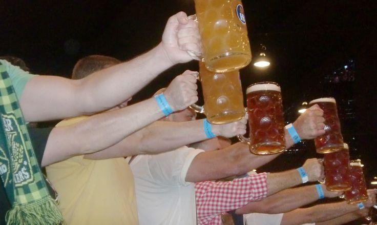 Masskrugstemmen: Beer Stein Holding Contest!