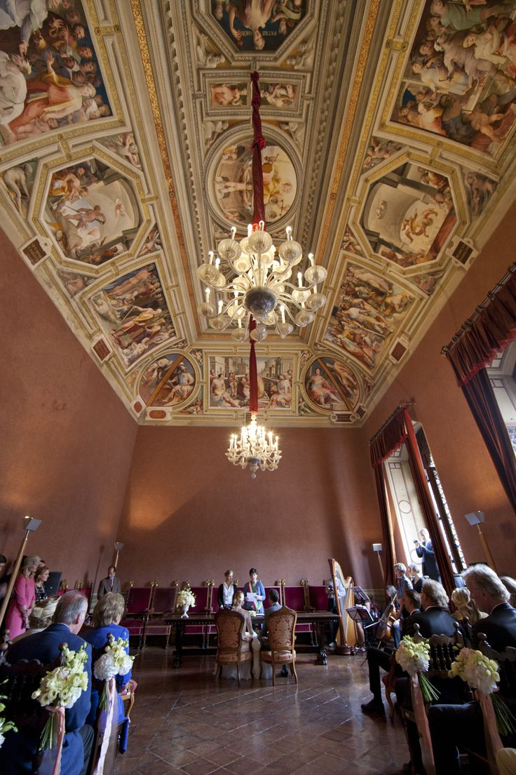 A beatiful civil ceremony in the Siena Town-Hall