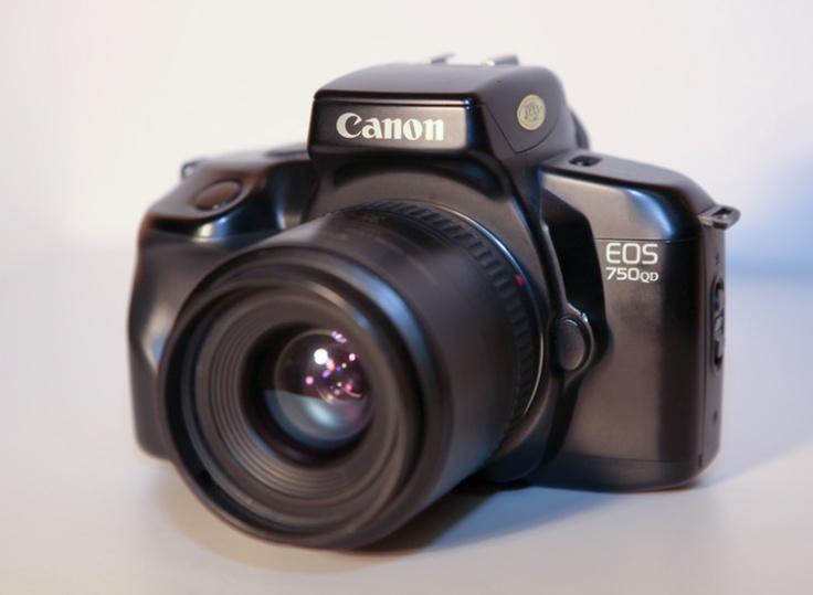 N°3: L'EOS 750 QD a été commercialisé en Octobre 1988.