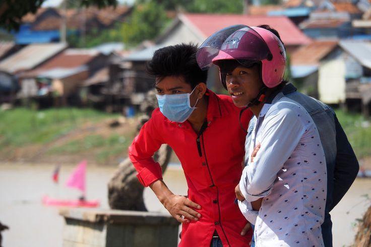 Masque et casque à Kampong Cham. Cambodge.
