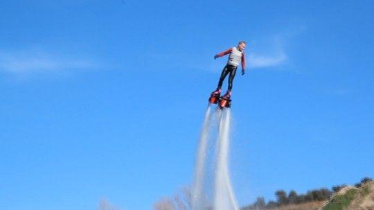 Siéntete superhéroe con el Flyboard