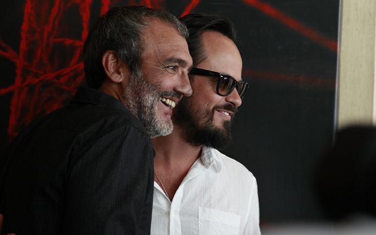 Paulinho Vilhena e o diretor Rogério Gomes 'Papinha' posam para os fotógrafos antes do evento | #ATeia | TV Globo
