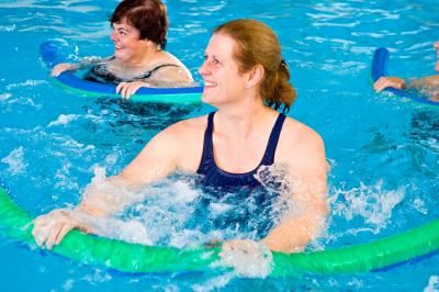 17 best images about shoulder stretches on pinterest pain d 39 epices shoulder stretches and for Swimming pool exercises for buttocks