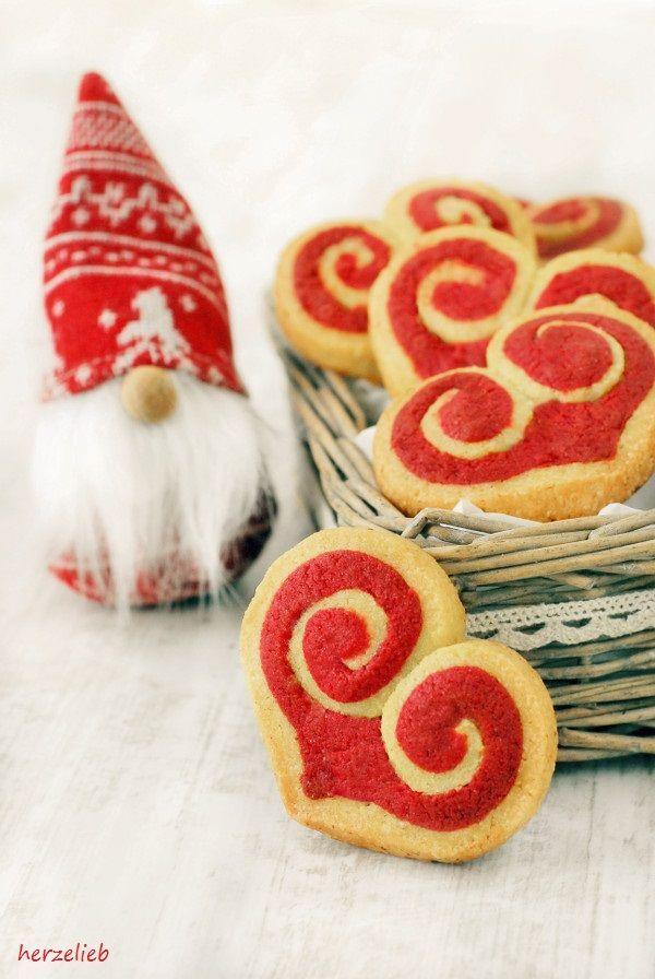 Kekse mit Marzipan in Herzform - für diesse Rezept braucht man ein bisschen Geduld