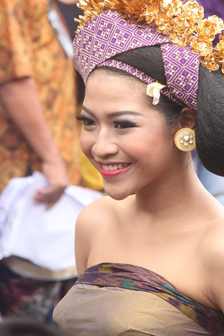 Smile... by Wayan Parwata on 500px | Girl in traditional Balinese dress