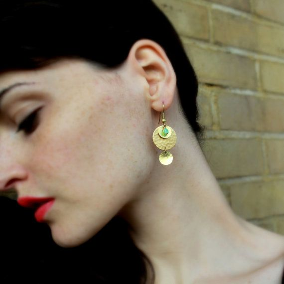 Gold Coin Earrings Hammered Brass Earrings Gold par Minkykitten