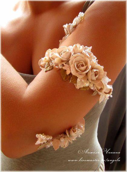 Необычный свадебный браслет на предплечье. Спиральный свадебный браслет на плечо  Браслет для невесты с цветами роз