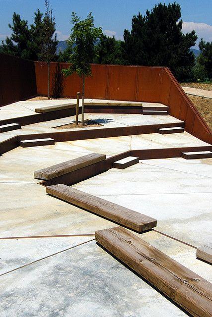 [seating in communal spaces] Jardim Botânico de Montjuïc. Barcelona, Catalunya. Espanha