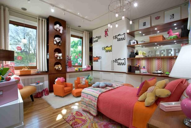 I like the stuffed animal cubby storage and the 'SLEEP' over to the right...hmmm.