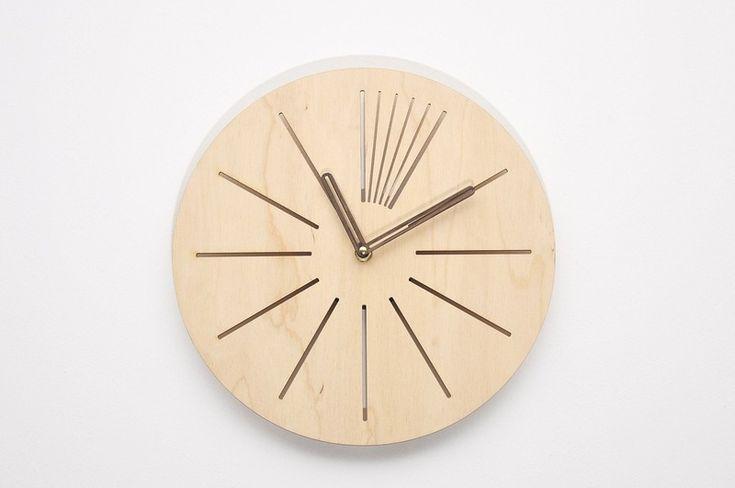 Nowoczesny drewniany ażurowy zegar ścienny KRJ w NIUS SHOP na DaWanda.com