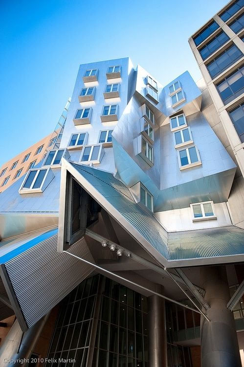 Stata Center, MIT, Cambridge, Massachusetts. Designed by Frank O. Gehry and his architectural firm Gehry Partners.