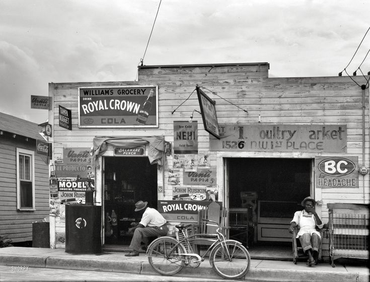 Somewhere in the South, possibly Miami. Another snap by Daly from the summer of 1941. Medium format nitrate negative.