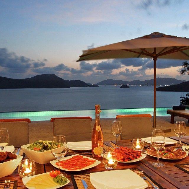 #dinner #phuket #thailand #family #friends #holiday #holidayapartment #thaimaa #illallinen #champagne #wine #pool #sunset
