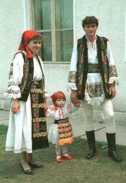 Folk costumes of Monor, Şieuţ valley, Romania