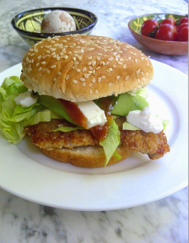 Oesters en Uien : Aztec burger (burger met krokant gebakken varkenslapje, avocado en pittige saus)