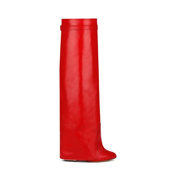 Givenchy par Riccardo Tisci bottes guêtres rouge http://www.vogue.fr/mode/shopping/diaporama/cadeaux-de-noel-rouge-fatal/10938/image/651526#givenchy-par-riccardo-tisci-bottes-guetres-rouge