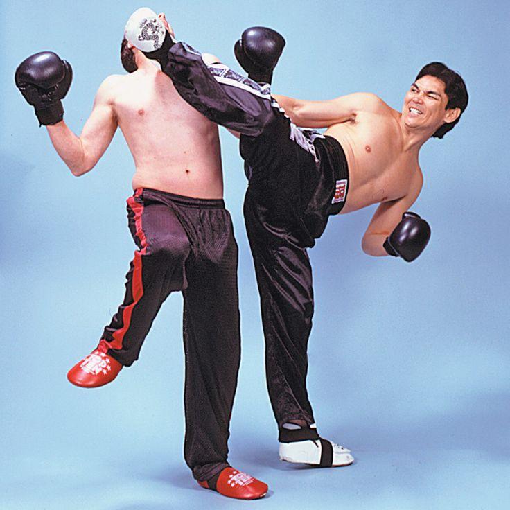 Print PDF  Kick-boxing Sport de combat pieds-poings, le kick-boxing, est né au Japon après les Jeux olympiques de Tokyo en 1964 avec le coup de genoux direct (sans saisie). Il provient de la fusion de deux arts anciens, la boxe anglaise et le karaté kyokushinkai...
