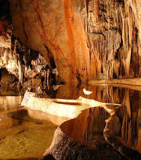 A Világörökség magyar helyszínei Aggteleki-karszt Az Aggteleki- és a Szlovák-karszt összefüggő barlangrendszere Magyarország és Szlovákia közös felterjesztése alapján 1995-ben került fel az UNESCO Világörökségi listájára. A felvétel mellett szóló érvek között a felszín alatti világ változatossága, komplexitása és viszonylagos érintetlensége is fontos szerepet játszott.