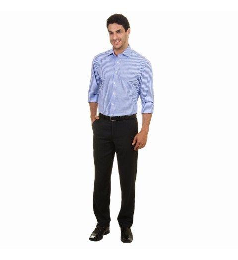 """A camisa social é conhecida como fio80 e sua composição é 100% algodão. Quanto maior o número, mais fino o fio, portanto a camisa fio80 possui um tecido mais suave, visualmente bonito e, sobretudo, com um excelente toque.     Vantagens: as fibras naturais tem como grande vantagem a troca de ar entre os meios internos e externos, ou seja, o tecido """"respira"""" deixando o corpo mais fresco. Use com ternos e calças sociais, de sarja e jeans. C"""
