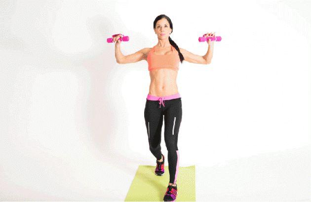 упражнения на грудь, удары руками с гантелями