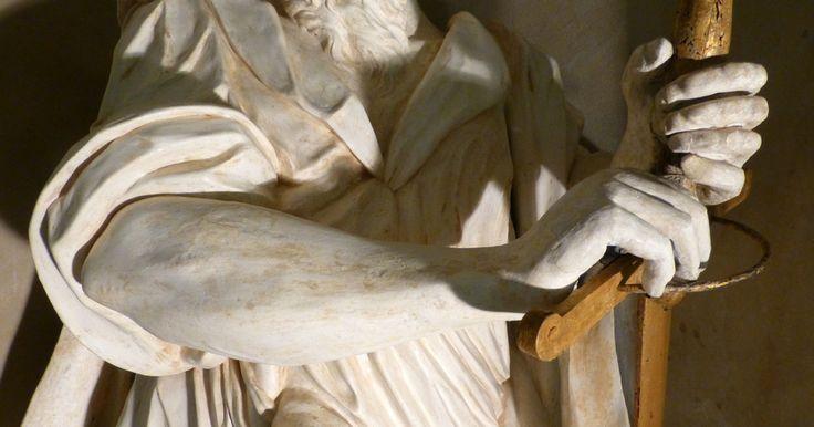 San Paolo, l'apostolo delle genti, fu il primo a capire che il messaggio di Cristo era per tutto il mondo e lo portò ovunque. Presente nella Concattedrale di Guastalla, questo San Paolo Apostolo (Part.) è una delle due opere di rara bellezza prossime al definitivo recupero tramite la sensibilità e le mani ispirate di Roberta Notari e Elisabetta Ghirardini, valenti restauratrici.