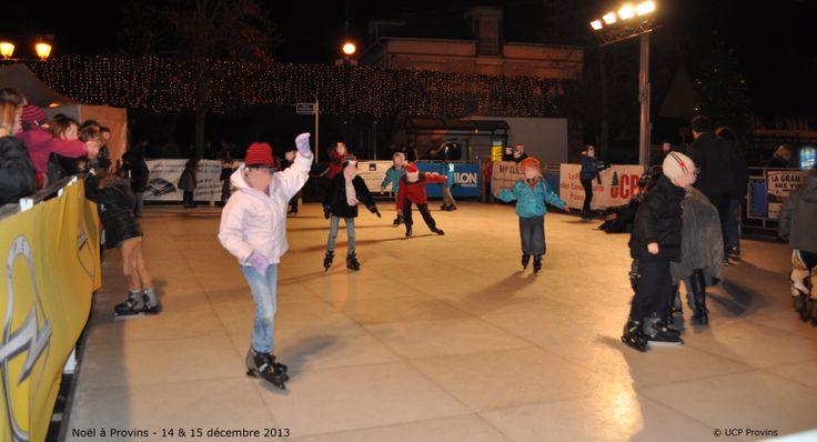 Noël à Provins - La patinoire installée dans le village de Noël - Photo UCP de Provins