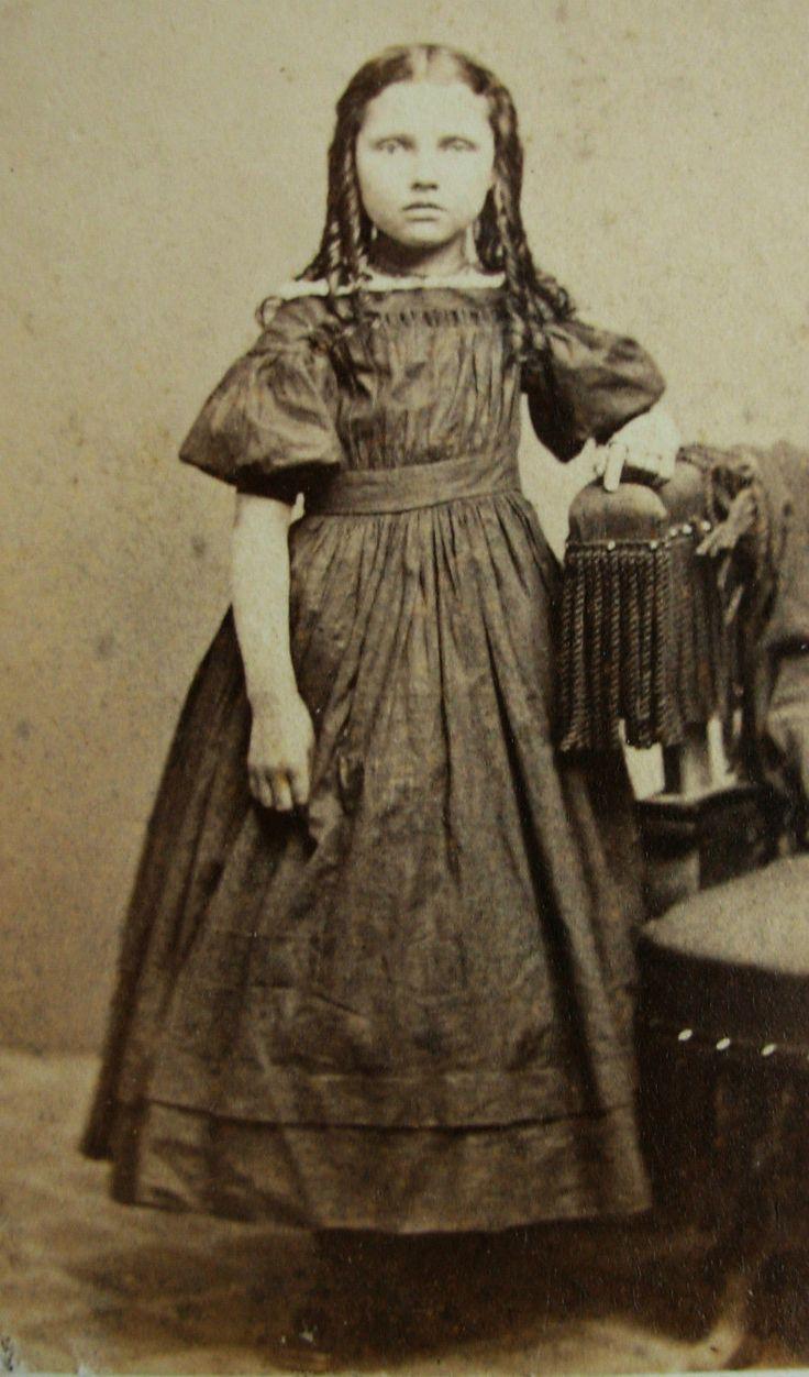 Antique Old Cdv Photo C1860s Civil War Era Fashion Girl Pretty