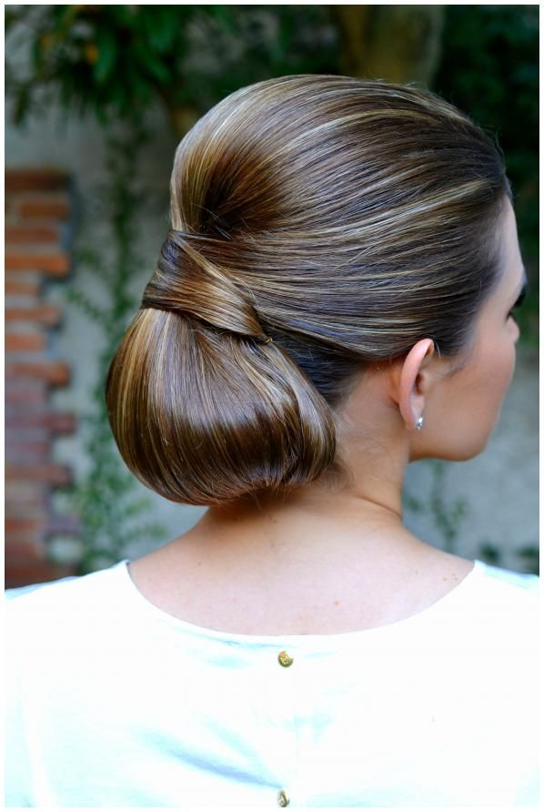 Elegant wedding hair style // Via The Housewife Wannabe