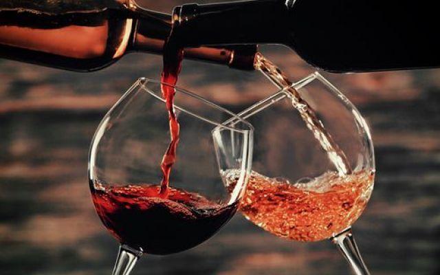 Bere alcolici in Modo Responsabile per una migliore qualità di vita Gli italiani sono grandi consumatori di alcolici. Vini e cocktail, in particolar modo, occupano un ruolo importante nello stile di vita italiano. La cultura dell'aperitivo è nata nelle grandi città d #bere #alcool #responsabilità