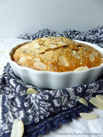 Voilà un gâteau sans gluten bien moelleux aux accents du Sud réhaussé de petites graines, tant pour l'intérêt nutritionnel que le croquant...