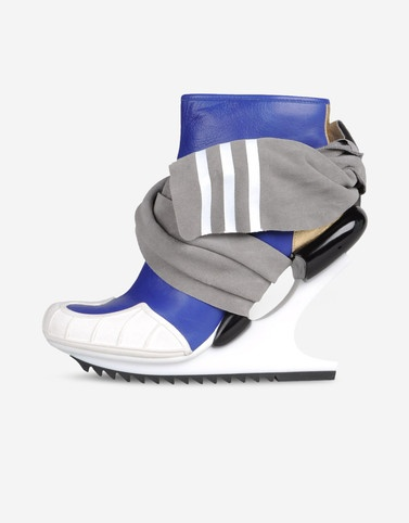 With the soul of the adidas Superstar and a look that's pure Y-3, the Nomad Wedge has an avant-garde heel, a beautifully contoured upper and a suede wrap.