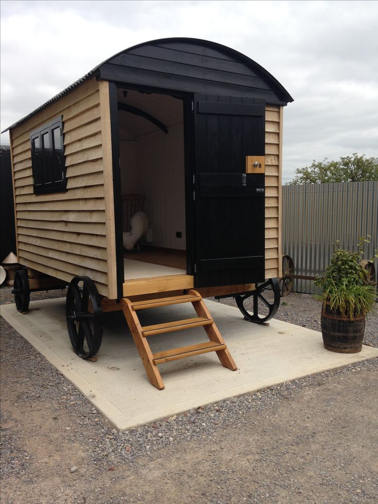 Shepherds hut hand made in Hampshire. A beautiful extra room in the garden. So many uses, art studio, office, retreat, extensions to your living space, guest bedroom ....