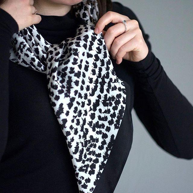 Silk-scarf-graphic-accessories-fashion-платок-аксессуар-стиль-мода-fashion-look