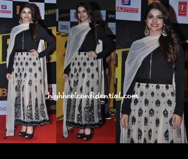 In a black Tarun Tahiliani anarkali featuring an embroidered white skirt, Prachi attended the music launch of her upcoming movie. I wouldn't mind this look but the rhinestone detail running right down the middle bothers me. That and the platform pumps. They're too chunky for the look.  The earrings are by Aquamarine.