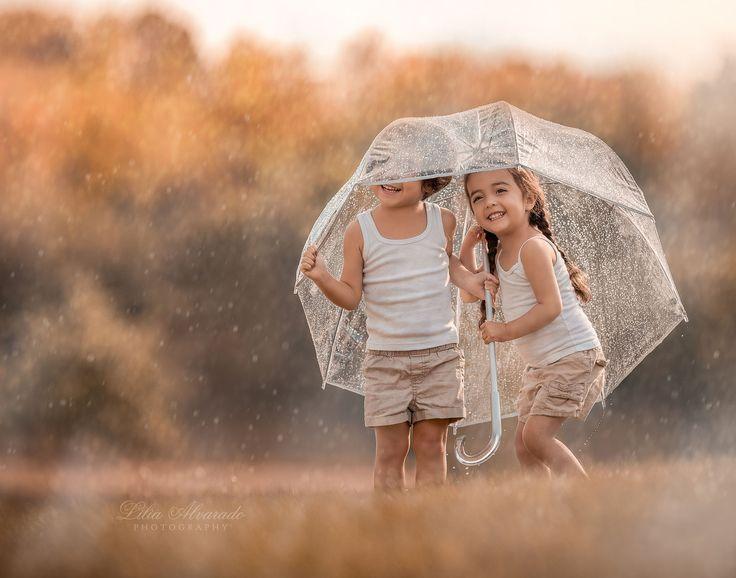 Quando qualcuno ti abbraccia lo fa per tanti motivi: per riscaldarti, per consolarti,per confortarti,o semplicemente perché ne hai bisogno. Ma c'è un abbraccio diverso: quello di chi ti stringe forte al suo cuore. Un abbraccio che non sempre consiste nell'avere intorno le braccia di qualcun altro ma nell'essere il centro del suo cuore.