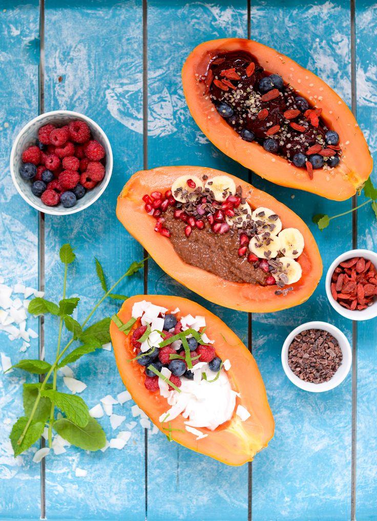 Eksotisk morgenmad: Papaya boats med kokos yoghurt, chiagrød og blåbær is