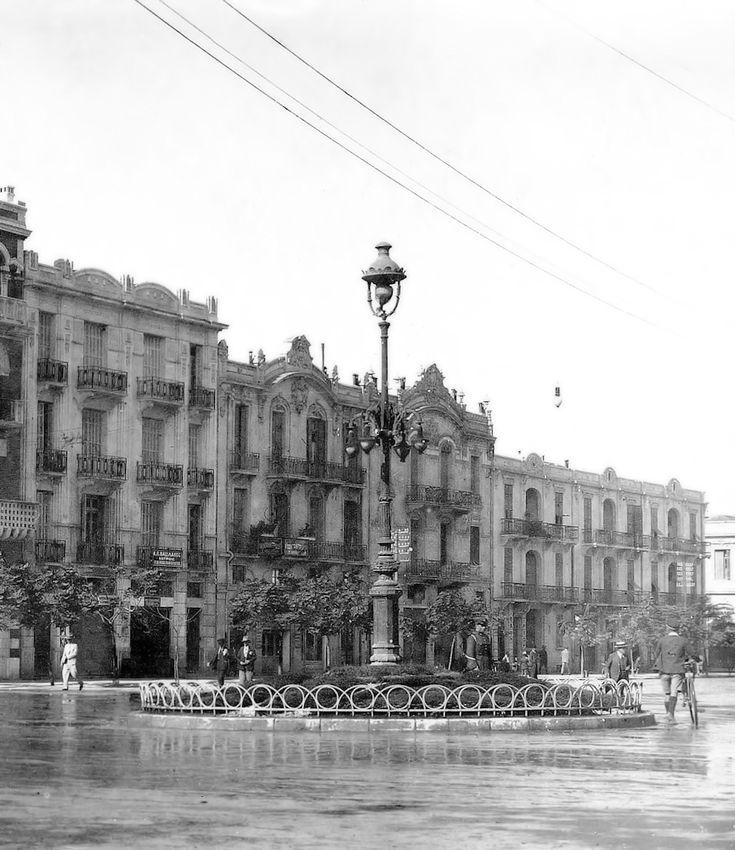 Οδός Ερμού στο ύψος της πλατείας της Αγίας Σοφίας,την περίοδο του μεσοπολέμου.