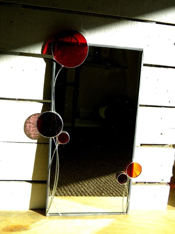 Miroir en vitrail tiffany ensemble de ronds verre rouge, orangé, violet translucides à suspendre
