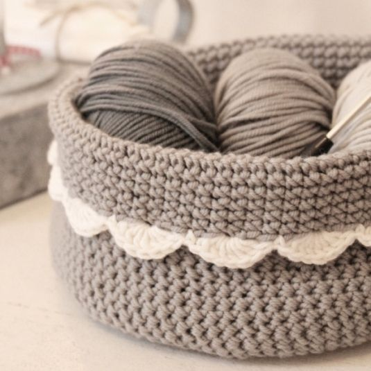 Crochet basket with scalloped edge