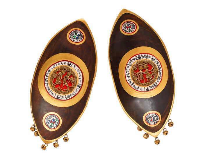Exquisite. This pair of Boats has both Dhokra and Warli art forms. Bells at the bottom accord a Wow factor to your wall décor. Don't think. Just Buy. Delight assured.