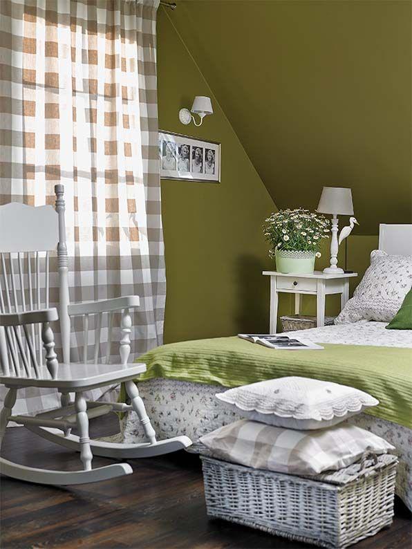 Oliwkowe ściany w słonecznym pokoju. Fot. Kasia Mitkiewicz #bedroom #design #home #diy #house #architecture #project #small #room #dog #funny #great #rustical #boho #romantic #inspirations #pics #best  #sypialnia #łóżko #aranżacja #inspiracje #pies #biały #mała #pokój #mały #dom #rezydencja #country #styl #prowansalski #rustykalny #country