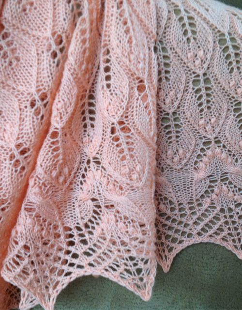 Tricô incrível: folhas onduladas e xale de borboletas - padrão livre