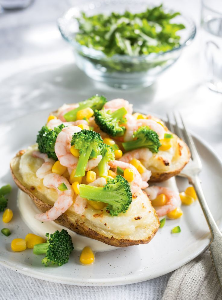 Recette de Ricardo de pommes de terre farcies au brocoli,  au maïs et aux crevettes nordiques